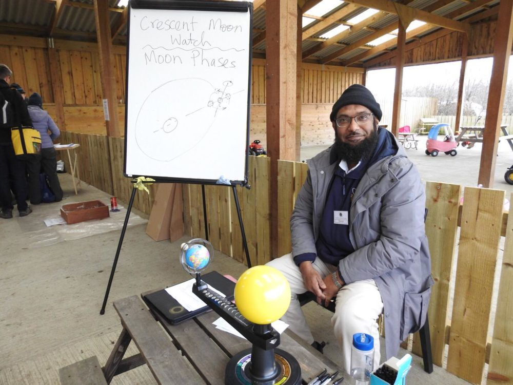 Qamar explains the phases of the moon